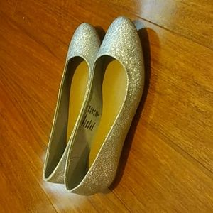 Beautiful Shimmery Silver Flats